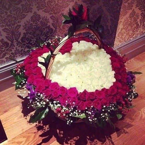 Фото с девушки с букетом цветов